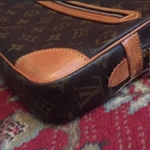 Louis Vuitton Bags - EUC Authentic LV Large Wristlet/Clutch